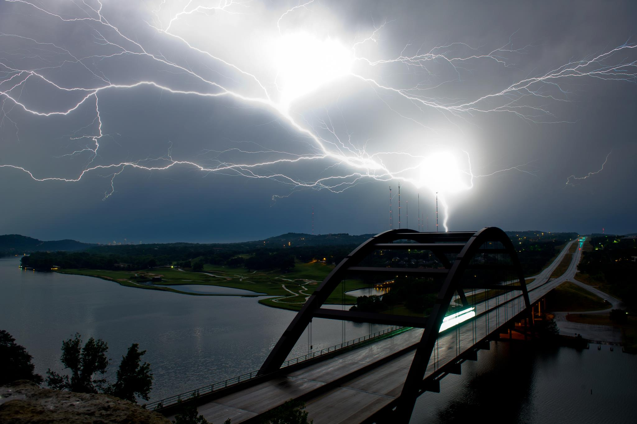 Stunning Lightning Strikes (7)