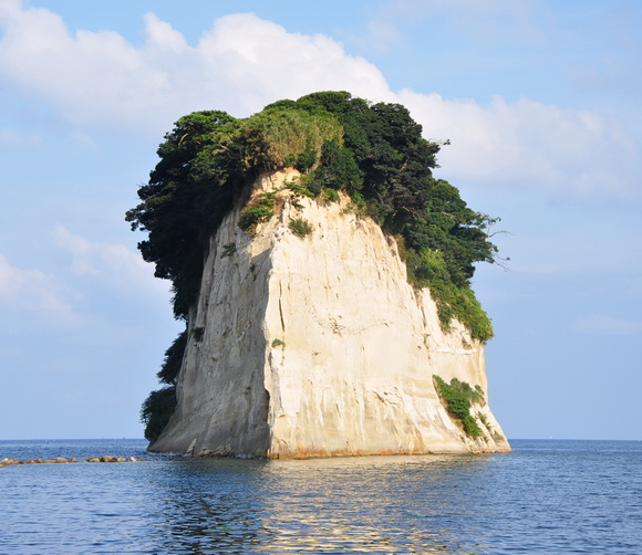 8 Unusual Rock Islands Around the World